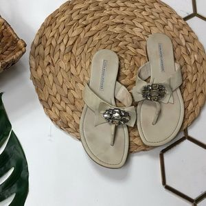 Vera Wang Bow Thong Sandals with Jewels 6.5